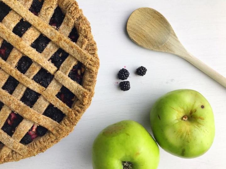 easy-vegan-blackberry-apple-pie-recipe
