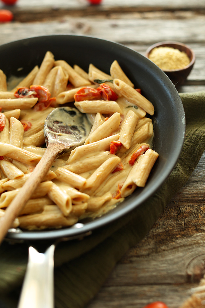 Creamy-Garlic-Pasta-with-Roasted-Tomatoes-vegan.jpg